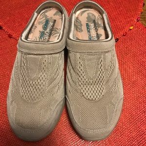 Woman's shoes Skechers, memory foam size 7.5